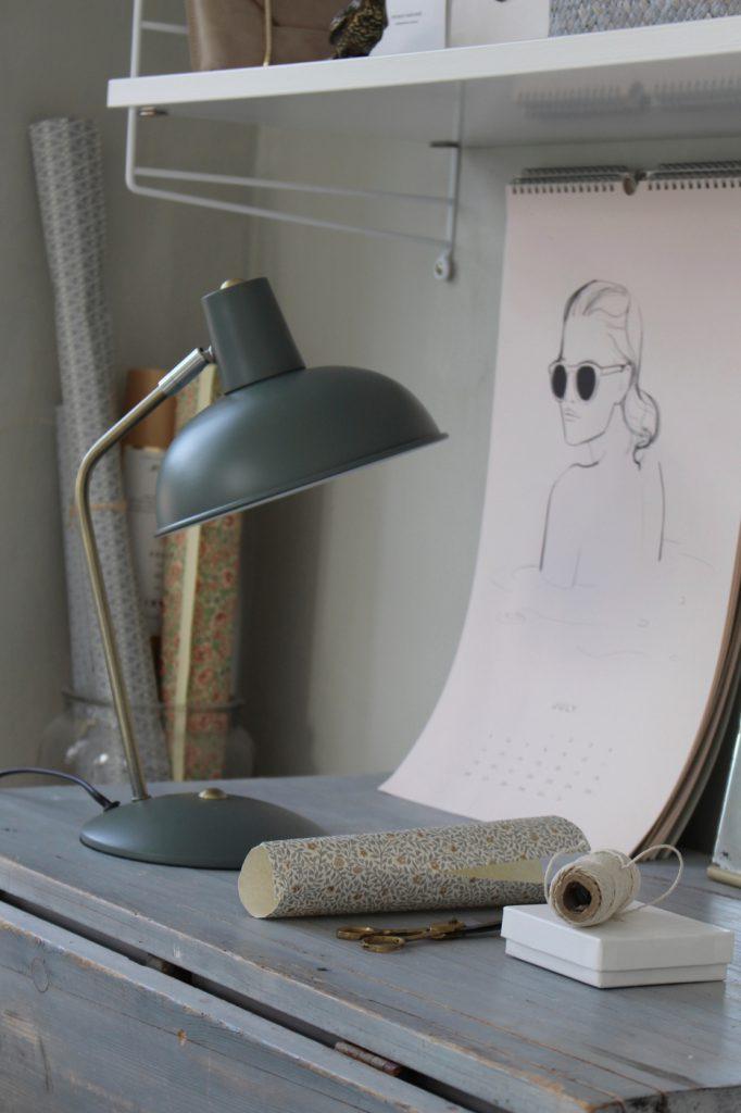 Fin skrivbordslampa